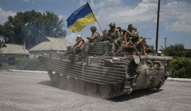 Russia threatens Ukraine after shell crosses border