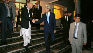 Afghanistan's President Hamid Karzai, left, shakes hands with US Secretary of State John Kerry as he sends him off after a dinner at the presidential palace in Kabul, Afghanistan, on July 11, 2014. (AP Photo/Jim Bourg, Pool)