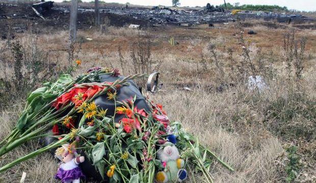 Ukraine workers find more bodies at crash site