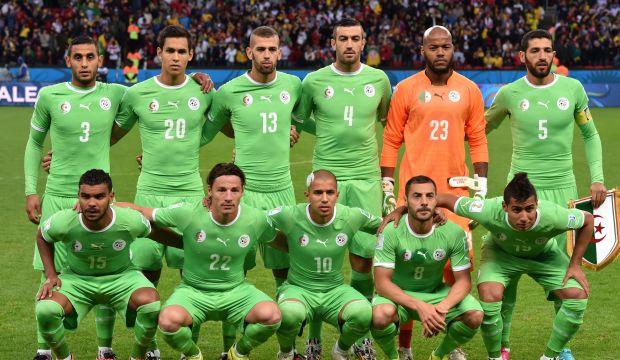 Algeria keep faith with World Cup squad