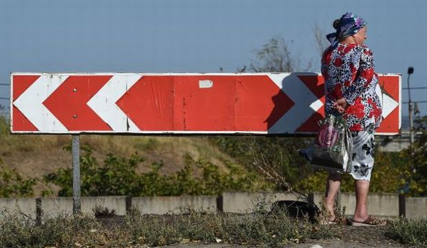 Renewed shelling in two cities threatens Ukraine ceasefire