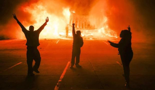 Riots erupt after US grand jury clears policeman in Ferguson shooting