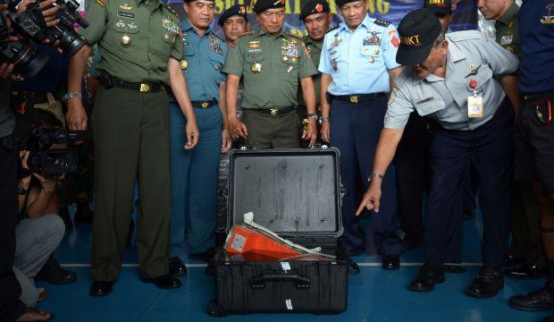 "Divers retrieve ""black box"" data recorder from AirAsia wreck"