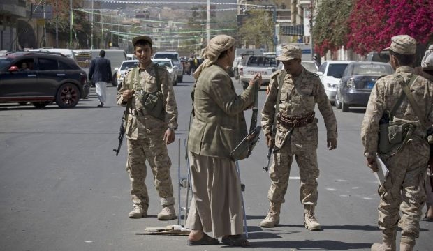 Houthis guard Yemeni president's home but deny toppling Hadi