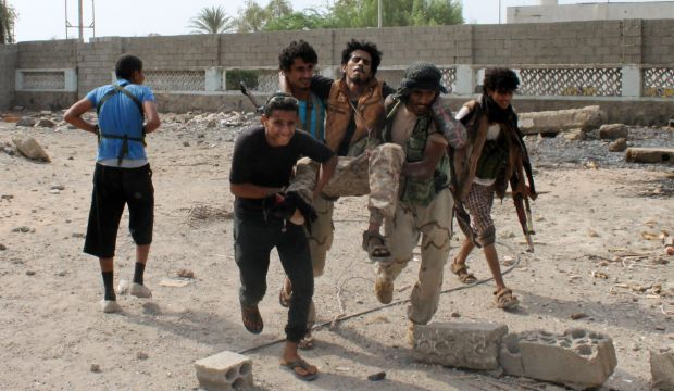 """Exiled Yemeni officials arrive in """"liberated"""" Aden"""