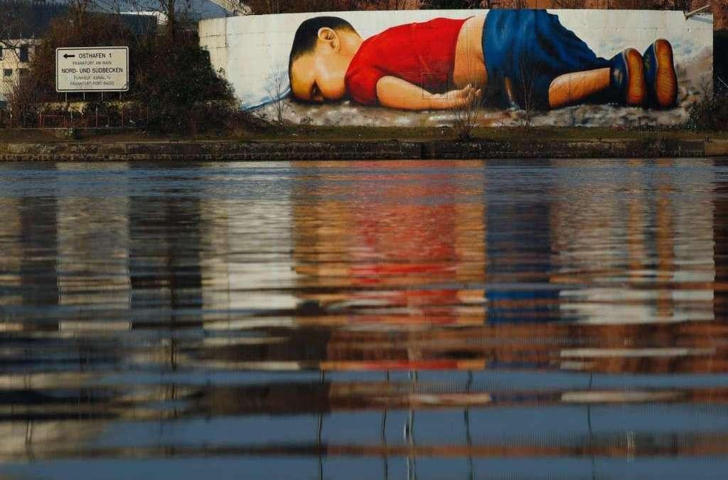 Drowned Toddler Aylan Highlights Refugees' Plight through a Frankfurt Graffiti Artwork