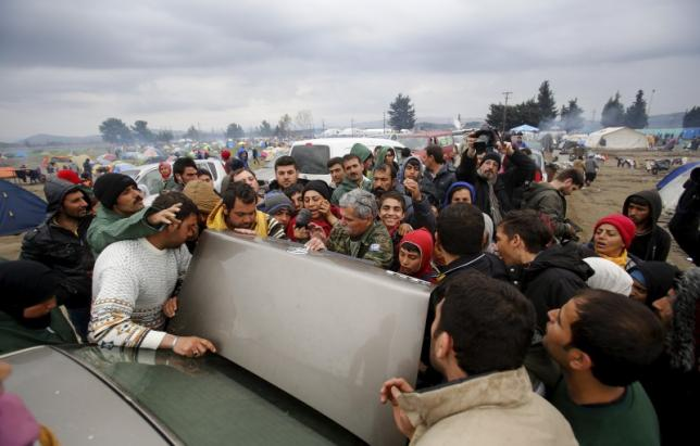 Efforts Stepped up by Greece to Provide Sheltered Camps for Migrants