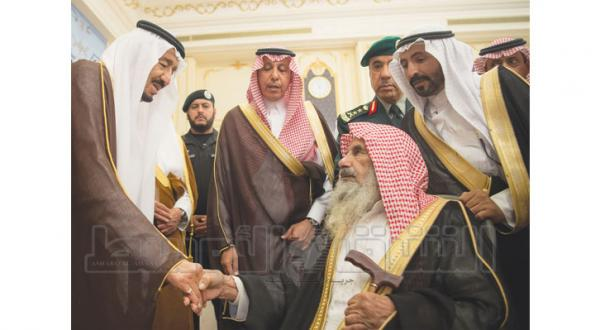 King Salman Receives Princes, Scholars, and Citizens at Al-Salam Palace
