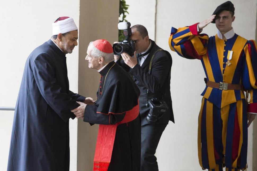 Al-Azhar Imam Calls for Tolerance in Historic Pope Meeting