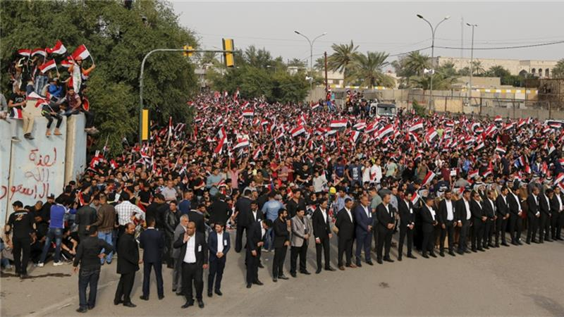 Iraqis Protest by Burning Khomeini and Supreme Leader Photos