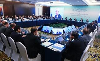 Saudi Energy Minister: International Community Should Increase Use of Renewable Energy