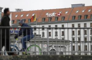 A HSBC logo is pictured at a Swiss branch of the bank in Geneva February 18, 2015. REUTERS/Denis Balibouse