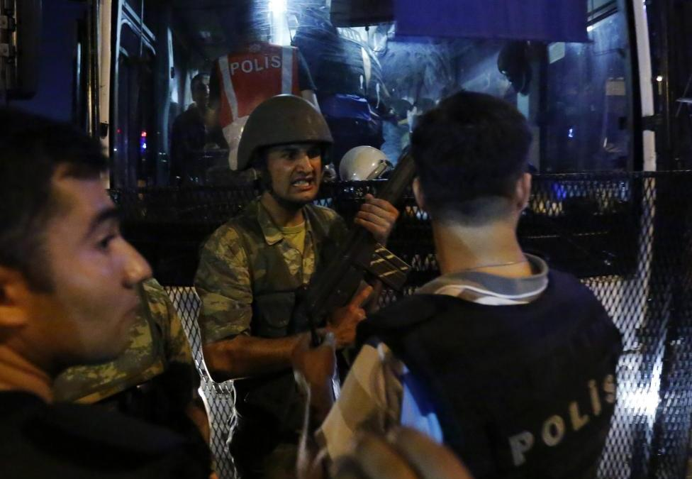 Turkey Dismisses more Civil Servants amid Intelligence Gulen could Flee U.S.