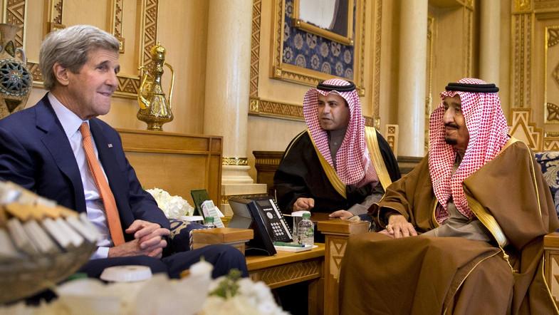 King Salman Receives U.S. Secretary of State Kerry in Jeddah