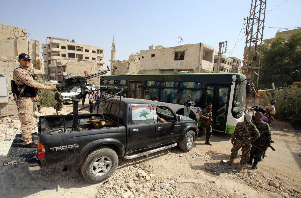 300 Syrians Leave Rebel Damascus Suburb under Daraya Deal