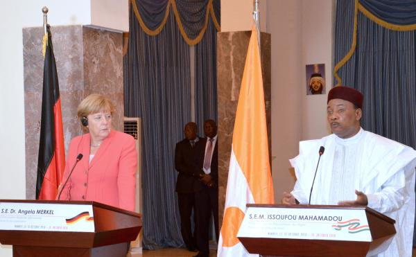 Germany's Merkel Promises to Support Niger against Human Traffickers, Militants