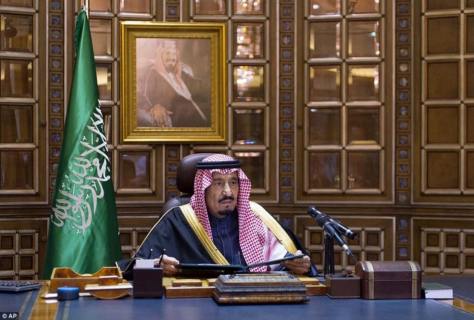 King Salman Chairs Saudi Cabinet Session