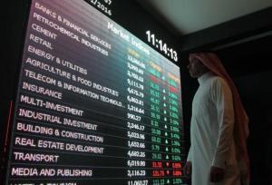 An investor monitors a screen displaying stock information at the Saudi Stock Exchange (Tadawul) in Riyadh, Saudi Arabia January 18, 2016. REUTERS/Faisal Al Nasser