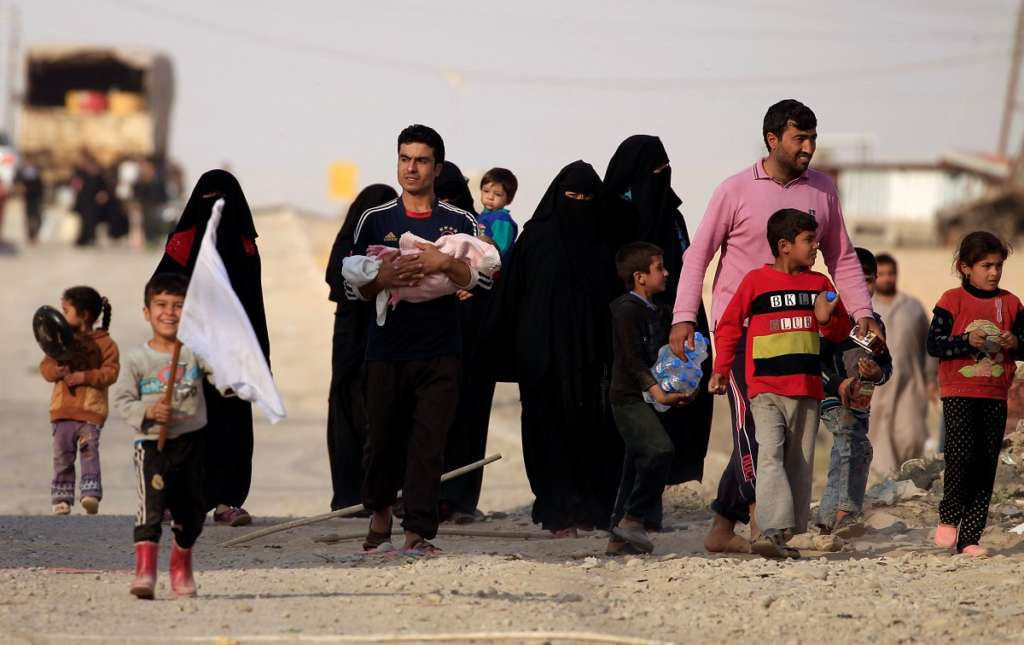 Mosul's Refugees Complain from Bad Conditions at Camps