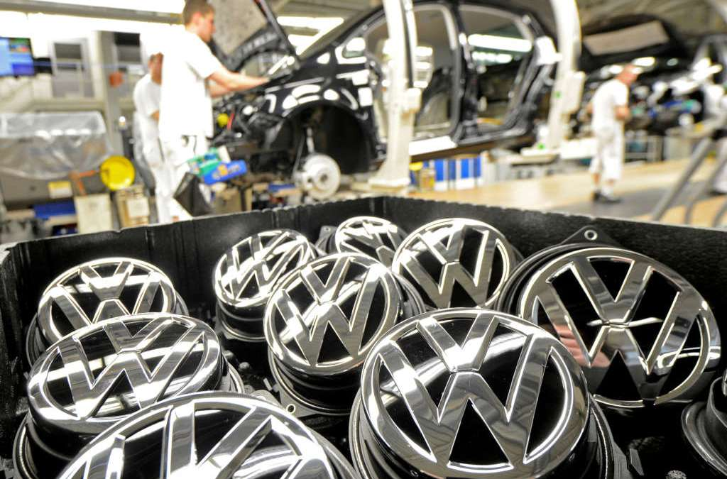 Volkswagen to Cut 30,000 Jobs by 2020 after Scandal