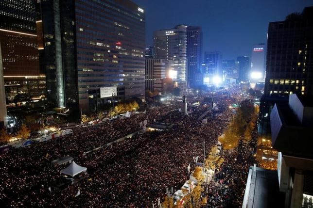 Thousands Protest for South Korea's President to Step Down
