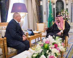 Custodian of the Two Holy Mosques receives message from King of Jordan containing an invitation to attend Arab Summit Conference in Jordan (SPA)
