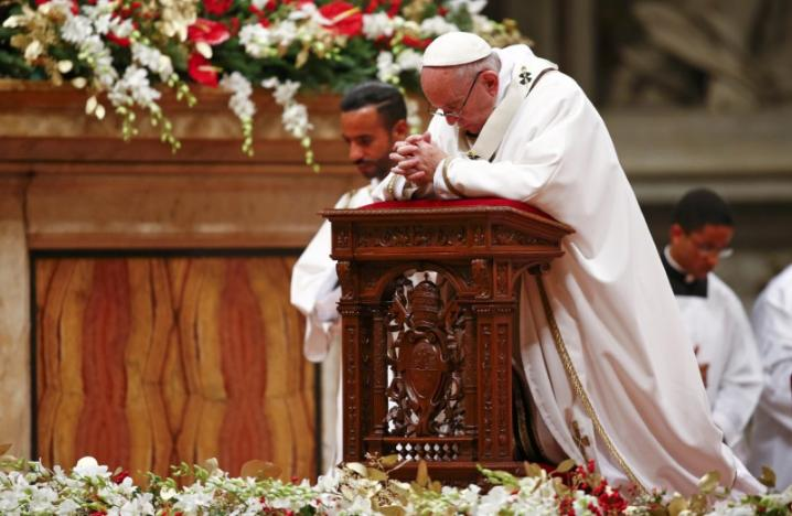 Pope Christmas Message Offers Hope in World Hit by Terrorism, War