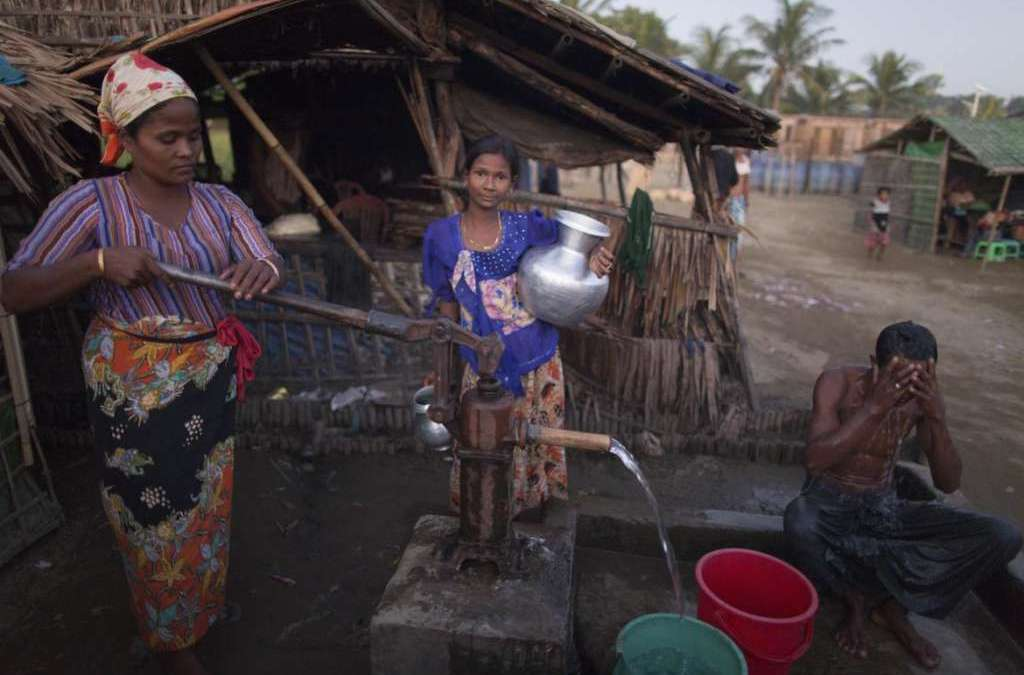 Thousands of Rohingya Flee to Bangladesh over Fear for their Lives