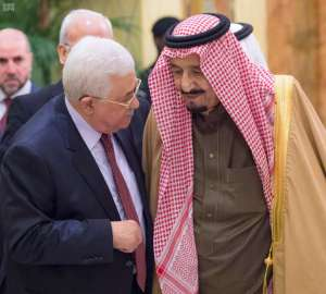 King Salman receives President Abbas in Riyadh/SPA