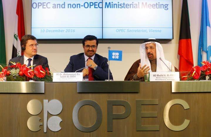 Non-OPEC Nations Agree to Cut Oil Production