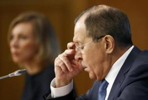 Russian Foreign Minister Sergei Lavrov (R) and Foreign Ministry spokeswoman Maria Zakharova attend a news conference in Moscow, Russia, January 17, 2017.