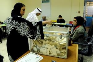 A Kuwaiti woman casts her vote during parliamentary election in a polling station in Kuwait City, Kuwait November 26, 2016. REUTERS/Stringer/File Photo FOR EDITORIAL USE ONLY. NO RESALES. NO ARCHIVES