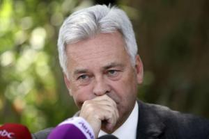 Alan Duncan reacts during a joint news conference with Mohammed Saeed al-Saidi and Geert Cappelaere in Sanaa