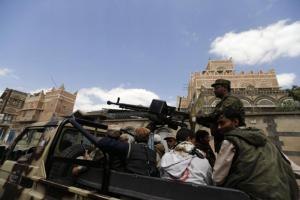 Shi'ite Houthi militants patrol the vicinity of a venue where a mass funeral for victims of a suicide attack on followers of the Shi'ite Houthi group was being held in Sanaa October 14, 2014. REUTERS/Khaled Abdullah