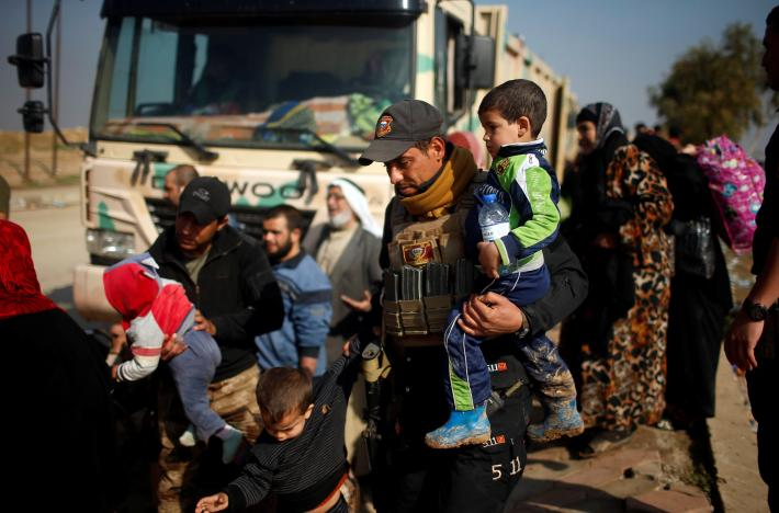 Iraqi Forces Advance in Mosul Old City Amidst Fear, Destruction