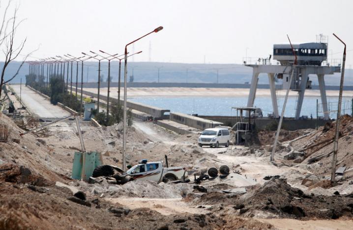 ISIS Shelling Halts Work on Damaged Tabqa Dam
