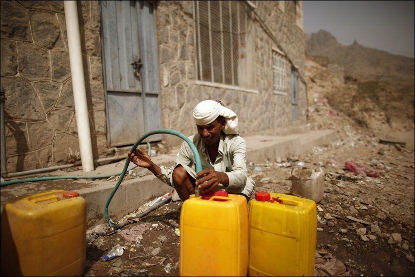 Houthi Putschists Deprive Eight Yemeni Cities from Water