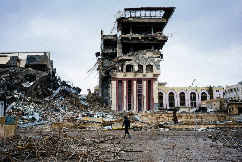 Volunteers Try to Salvage Mosul University after ISIS Destruction