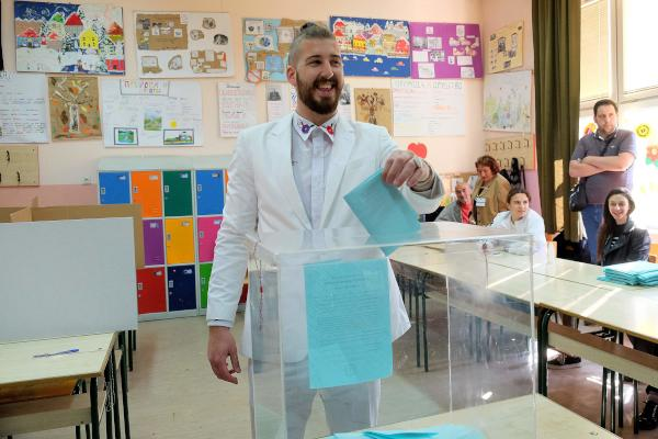 Serbians Vote for New President as PM Likely Favorite