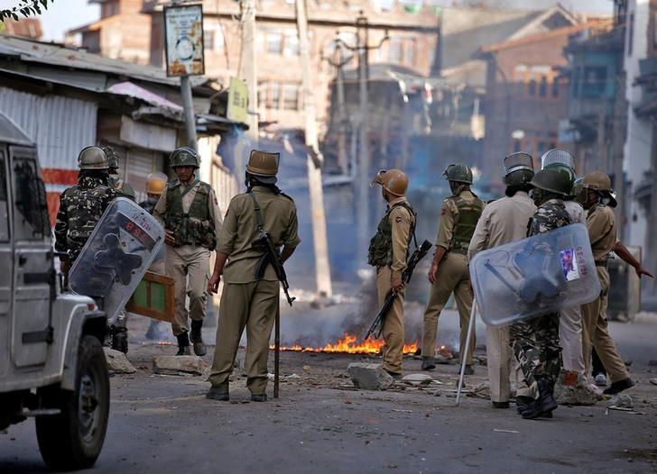 Government Forces Clash with Protesters in India's Kashmir