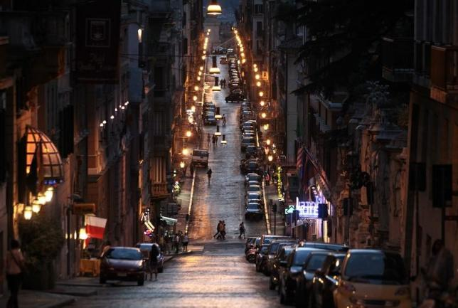 Rome Turns to Cost-saving LED Lighting, Some Residents Unhappy