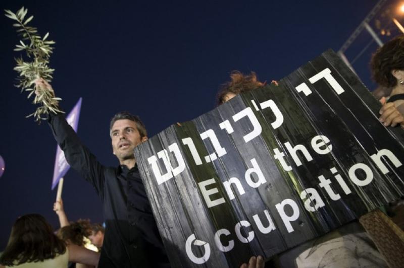 20,000 Israeli Demonstrators Listen to Peace Message from Abbas