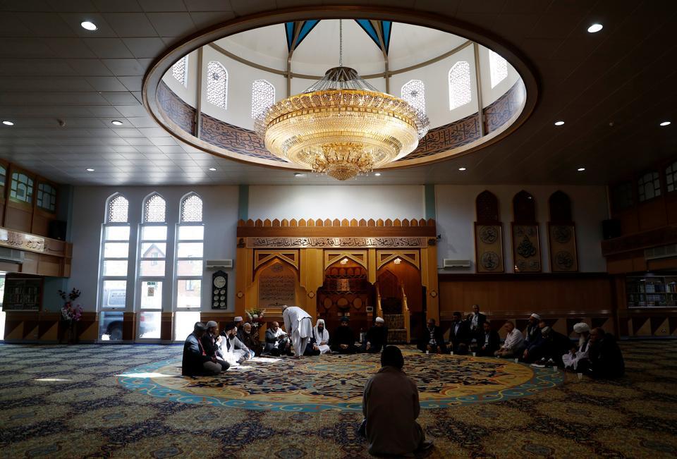 Britain Celebrates Ramadan, Communicates with Muslims on Social Media