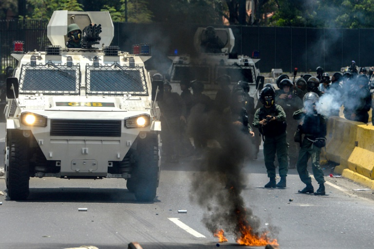 Venezuela Prosecutor Rejects Maduro's Congress Plan as Protesters Set Man on Fire