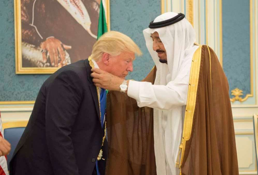 Saudi Monarch Decorates Trump with King Abdulaziz Medal