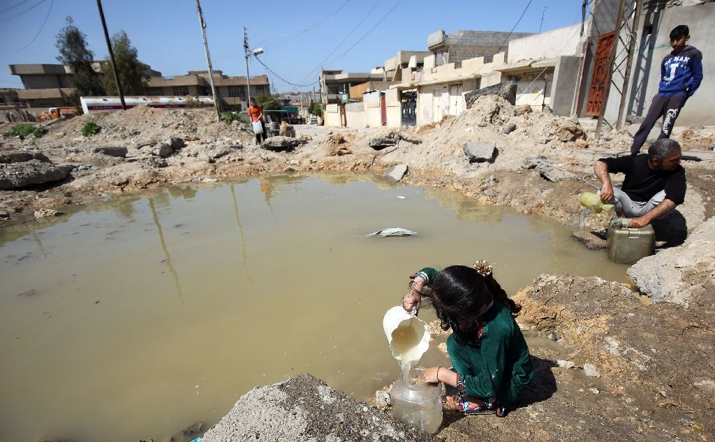 Mosul Residents Resort to Primitive Means amid Water Crisis
