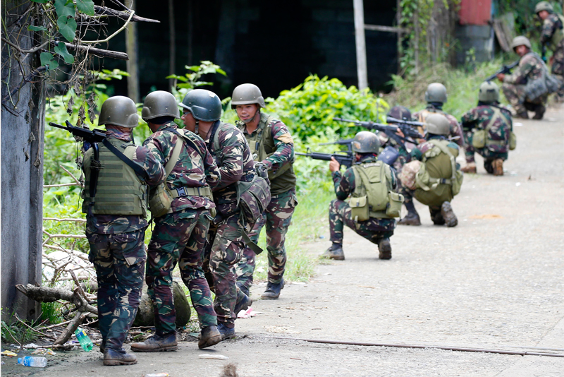 US Forces Assist Philippines in Marawi Battle