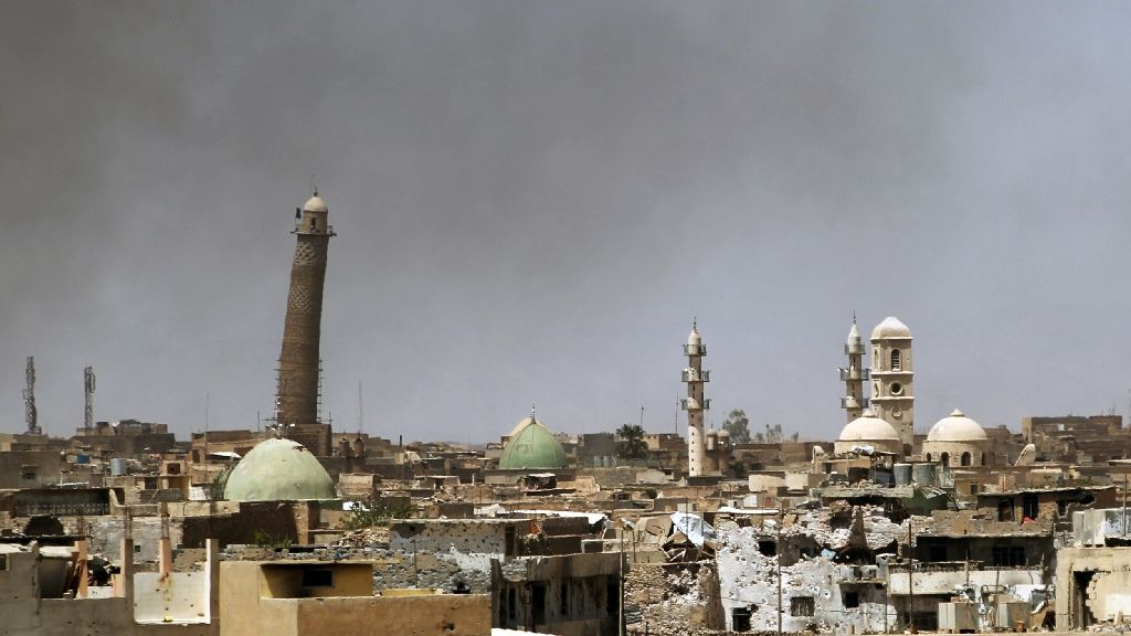 ISIS Destroys Iraq's 'Tower of Pisa' as Iraqi Forces Advance