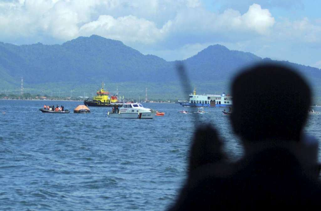 10 Dead, Several Missing After Indonesia Speedboat Capsizes