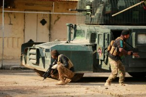 Iraqi rapid response forces take their position during battle with Islamic State militants in the Mithaq district
